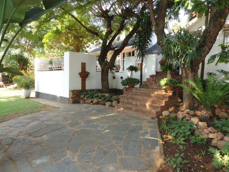 Property and Houses for sale in Queenswood, House, 4 Bedrooms - ZAR 2,950,000