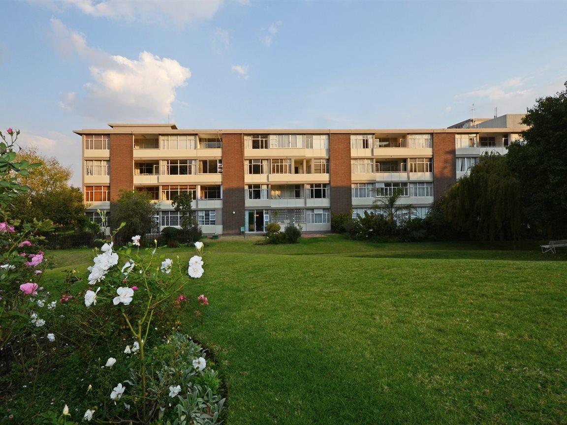 Illovo property for sale. Ref No: 13390504. Picture no 9