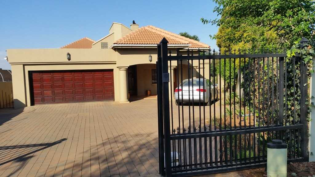 Property and Houses to rent in Centurion Golf Estate, Apartment, 1 Bedrooms - ZAR ,  6,00*,M