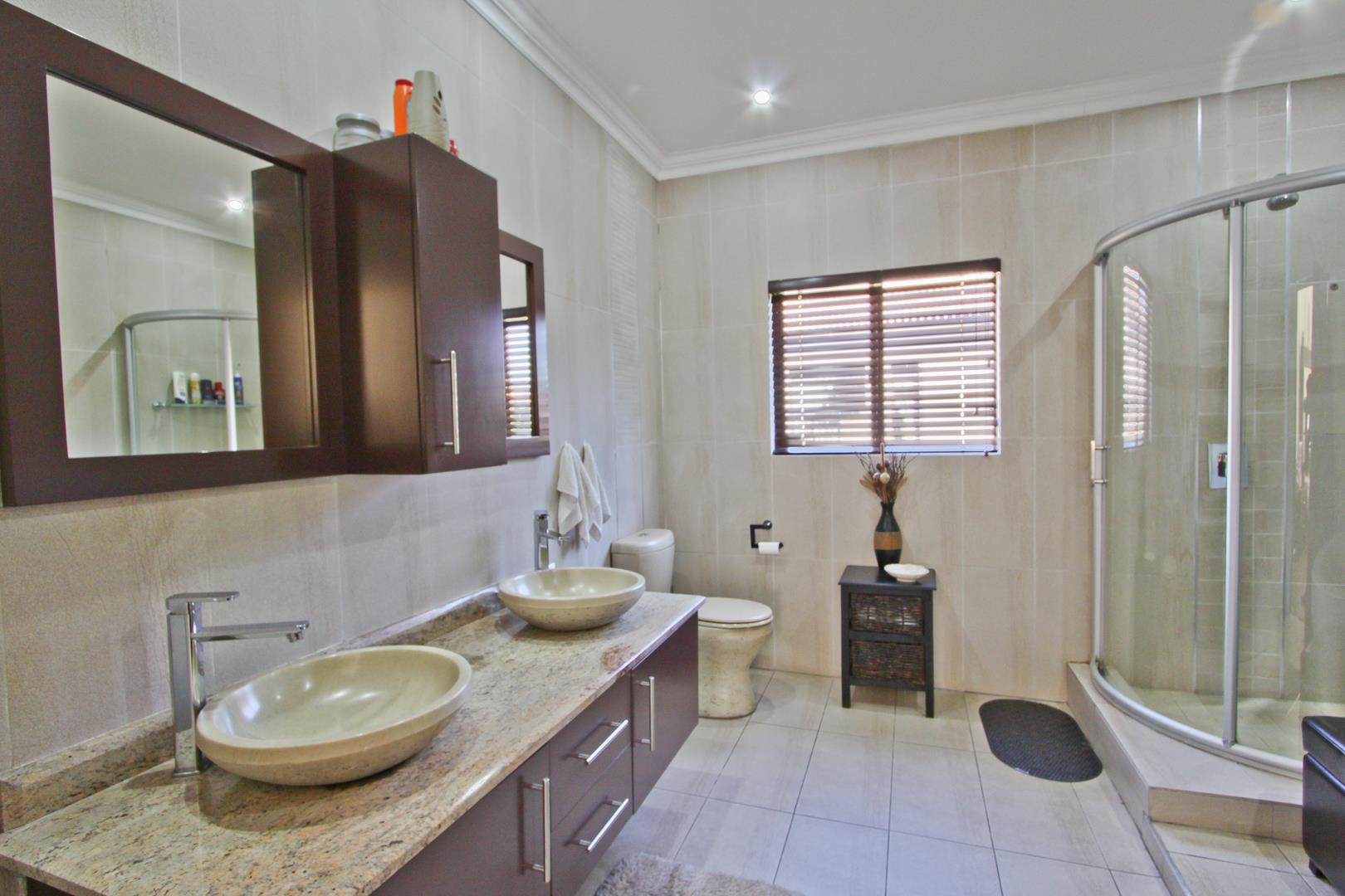 Glenvista property for sale. Ref No: 13525971. Picture no 6