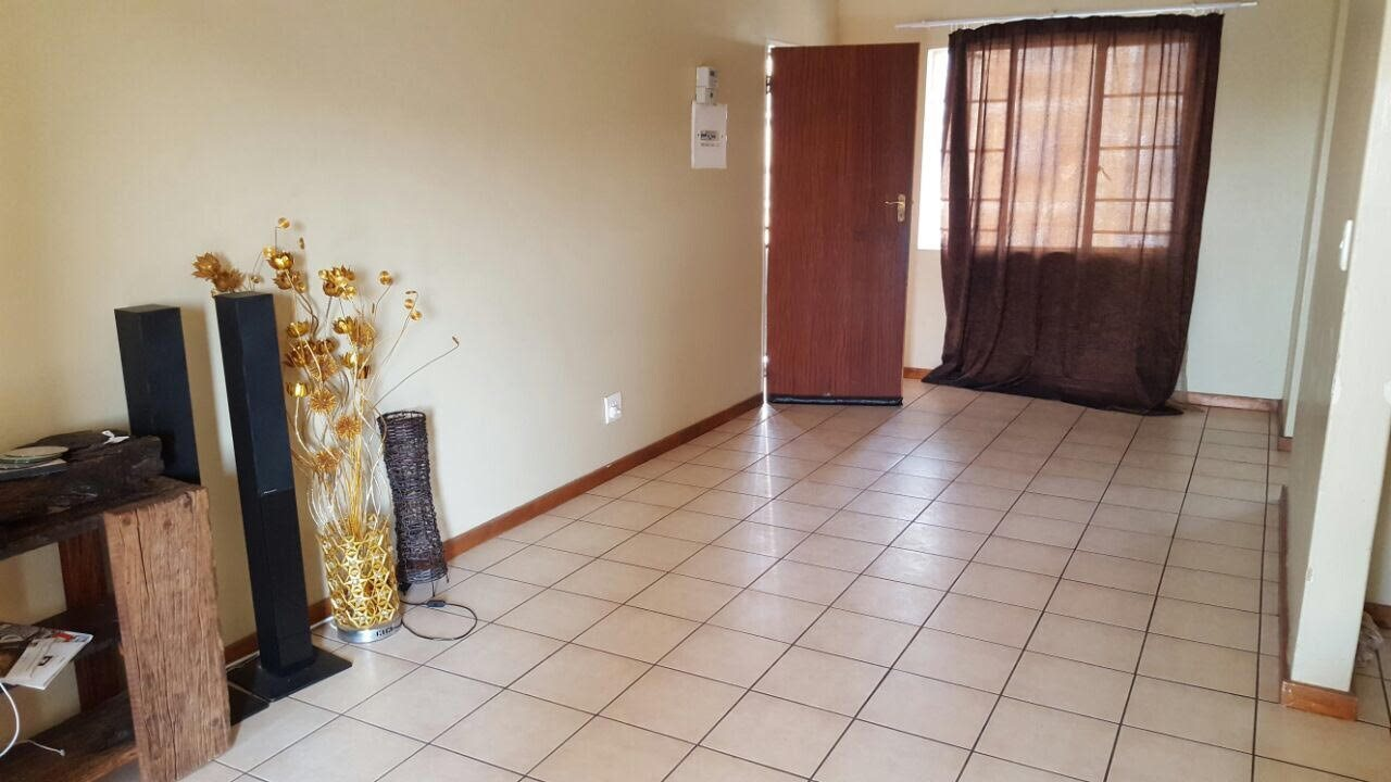 Karenpark property for sale. Ref No: 13533266. Picture no 4