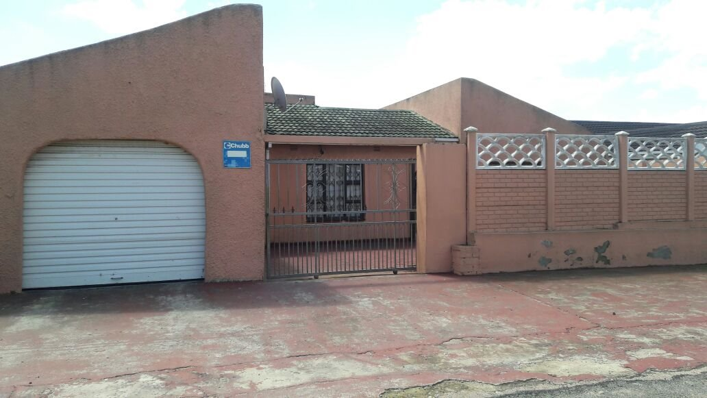Esikhawini property for sale. Ref No: 13402346. Picture no 2