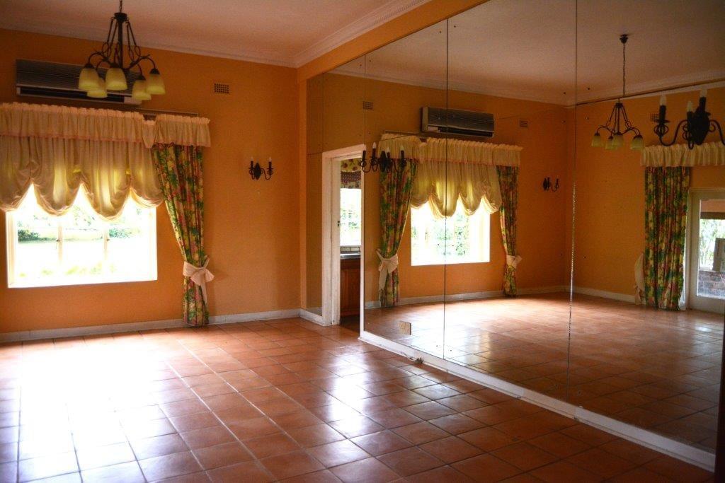 Woodgrange property for sale. Ref No: 13413908. Picture no 10