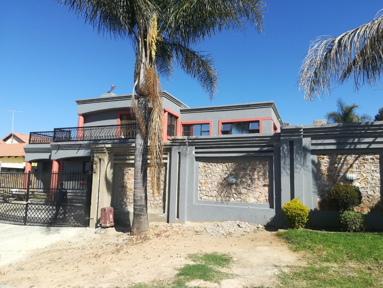 , House, 4 Bedrooms - ZAR 3,350,000