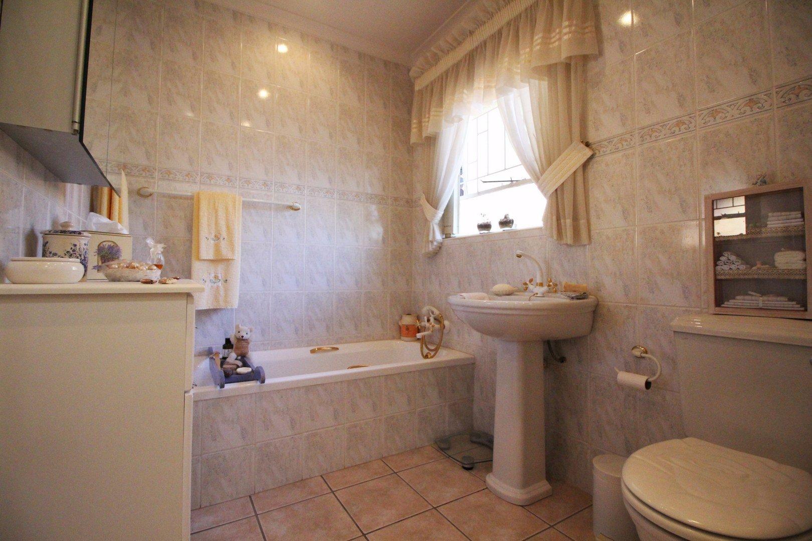 Mulbarton property for sale. Ref No: 13511727. Picture no 28