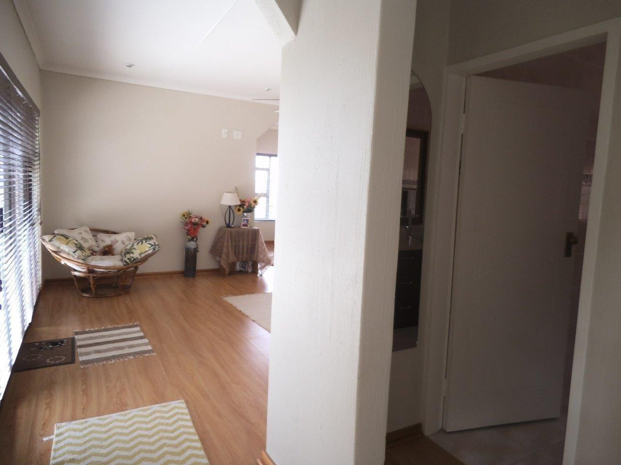 Glenvista property for sale. Ref No: 13624500. Picture no 20