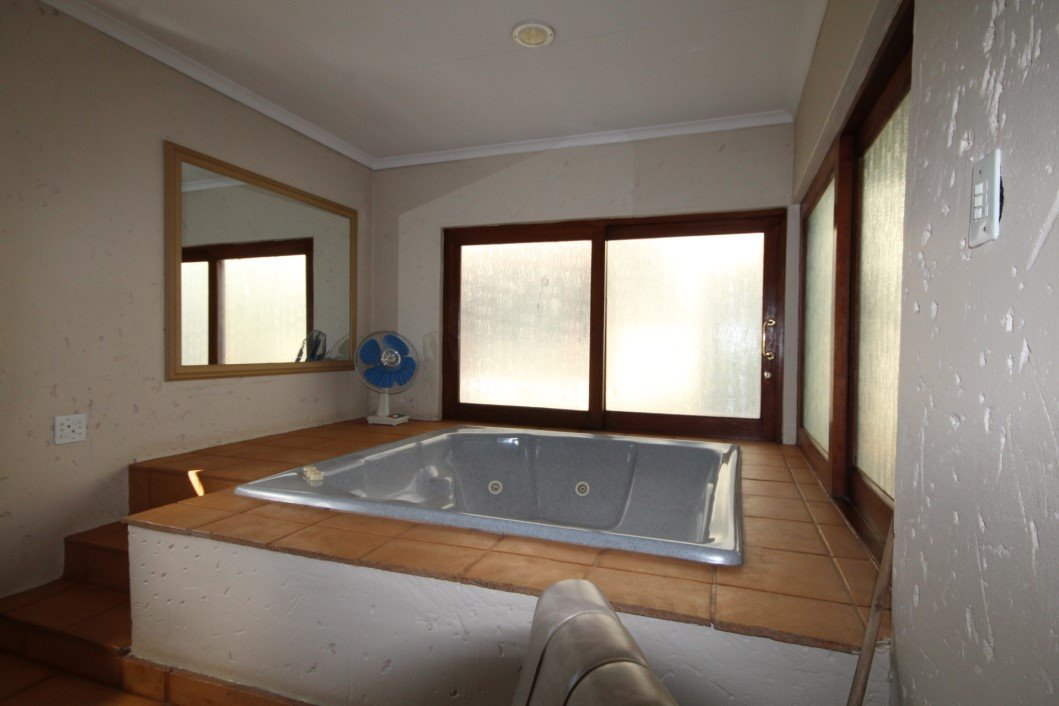 Three Rivers Proper property for sale. Ref No: 13338644. Picture no 26