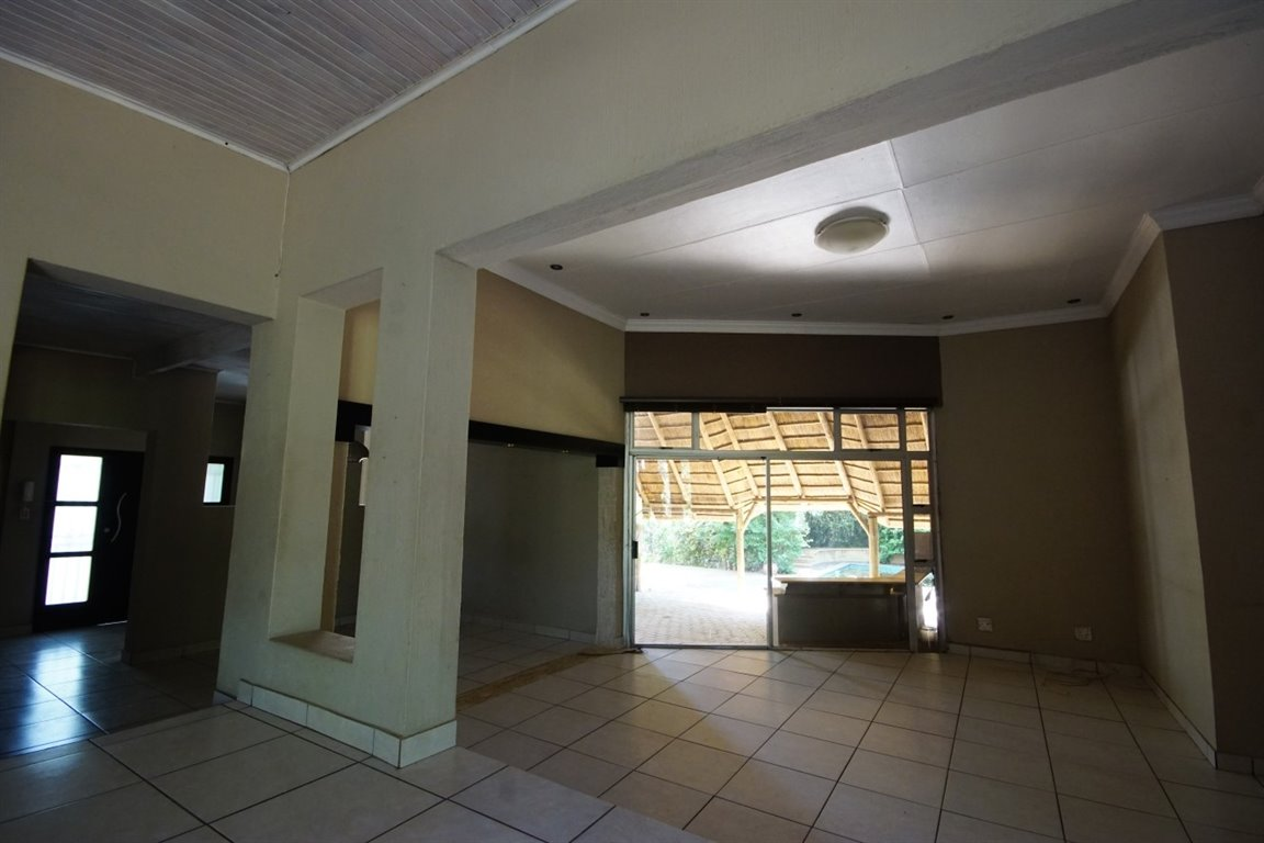 Three Rivers East property for sale. Ref No: 12734571. Picture no 8
