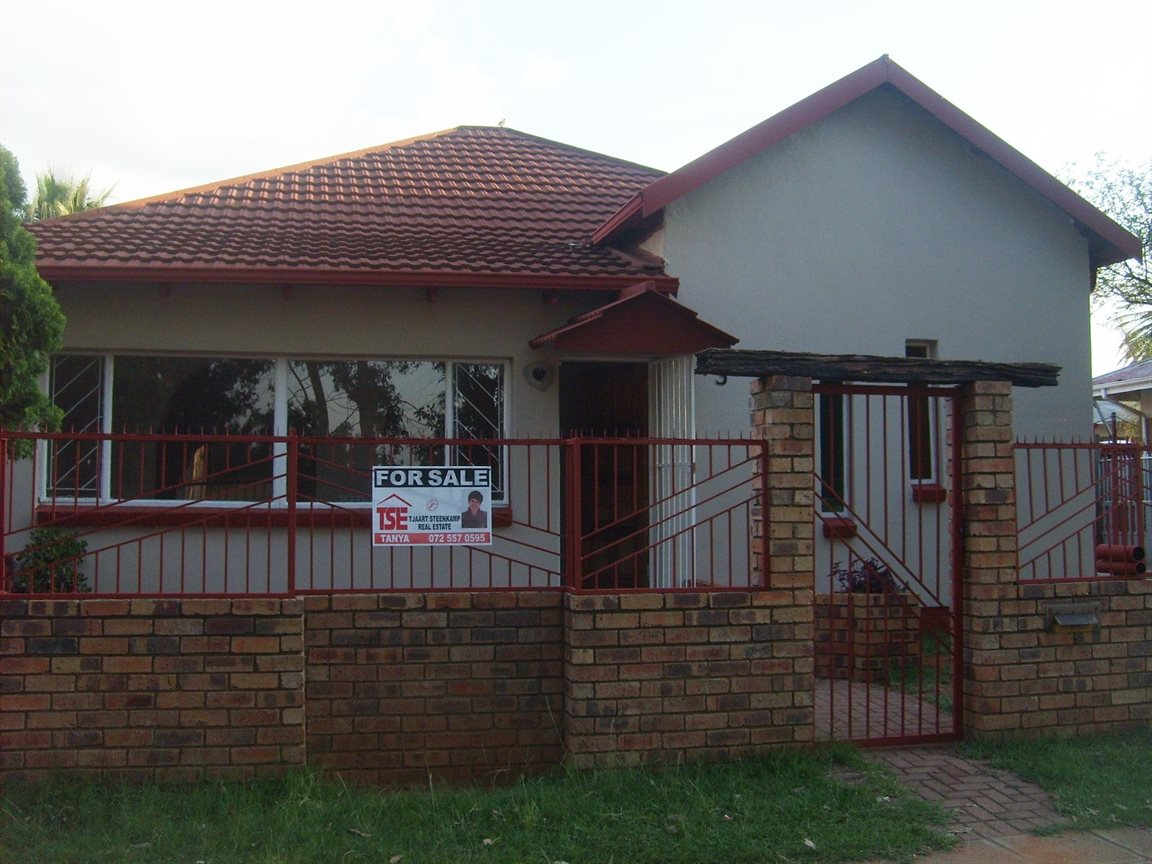 Krugersdorp, Krugersdorp West Property  | Houses For Sale Krugersdorp West, Krugersdorp West, House 3 bedrooms property for sale Price:850,000