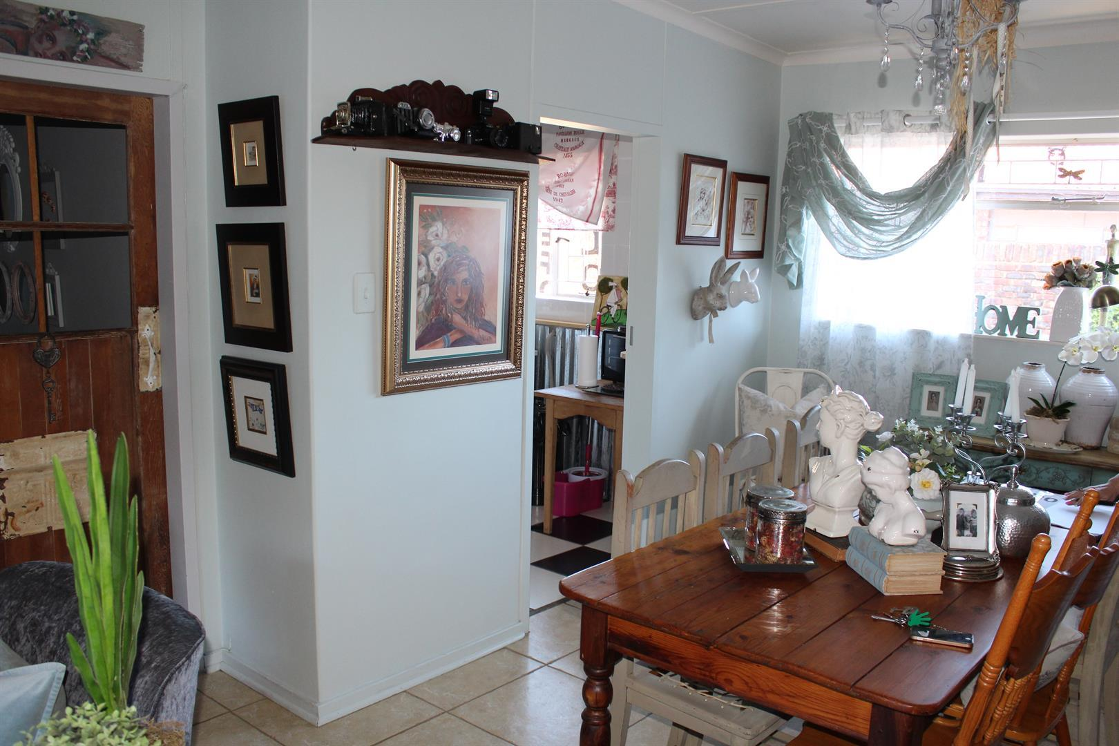 Suid Dorp property for sale. Ref No: 13460528. Picture no 4