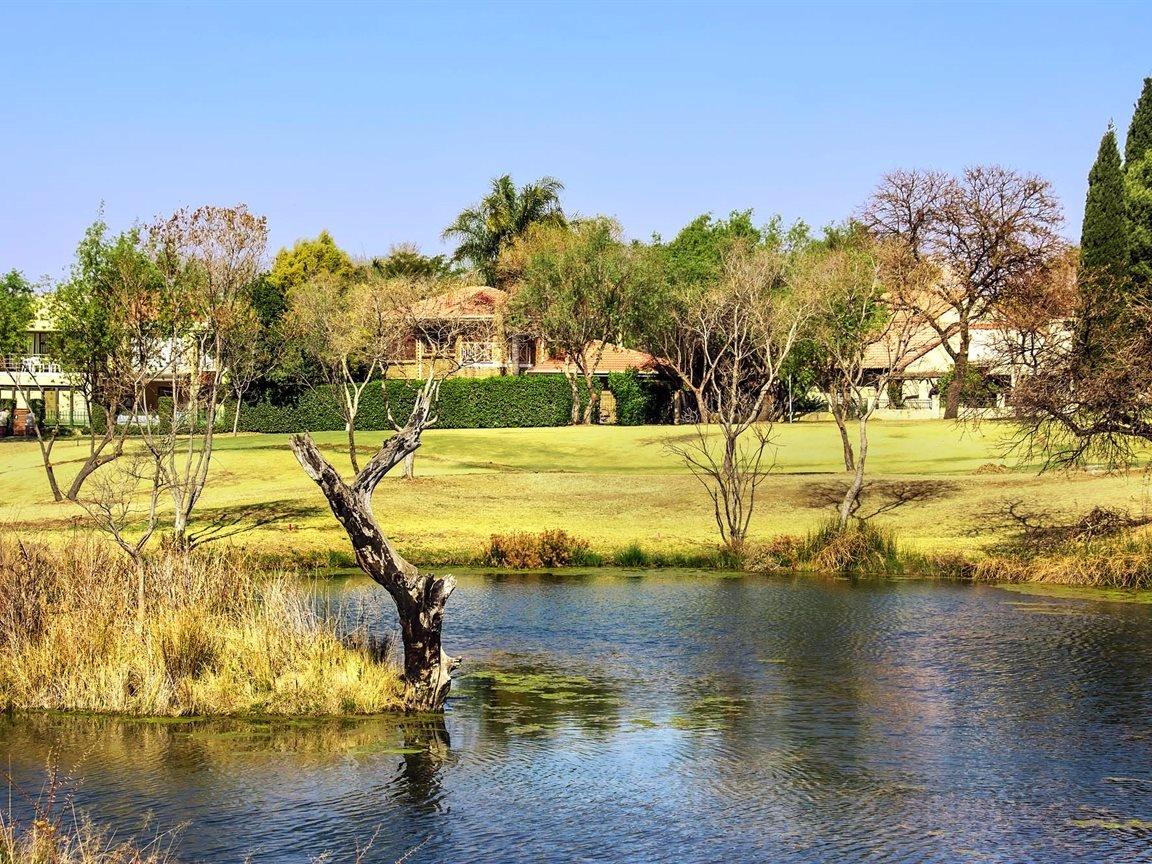 Silver Lakes Golf Estate property for sale. Ref No: 13563694. Picture no 32
