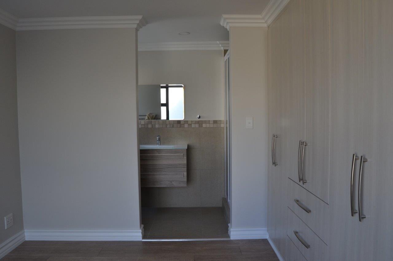 Midstream Ridge Estate property for sale. Ref No: 13500360. Picture no 9