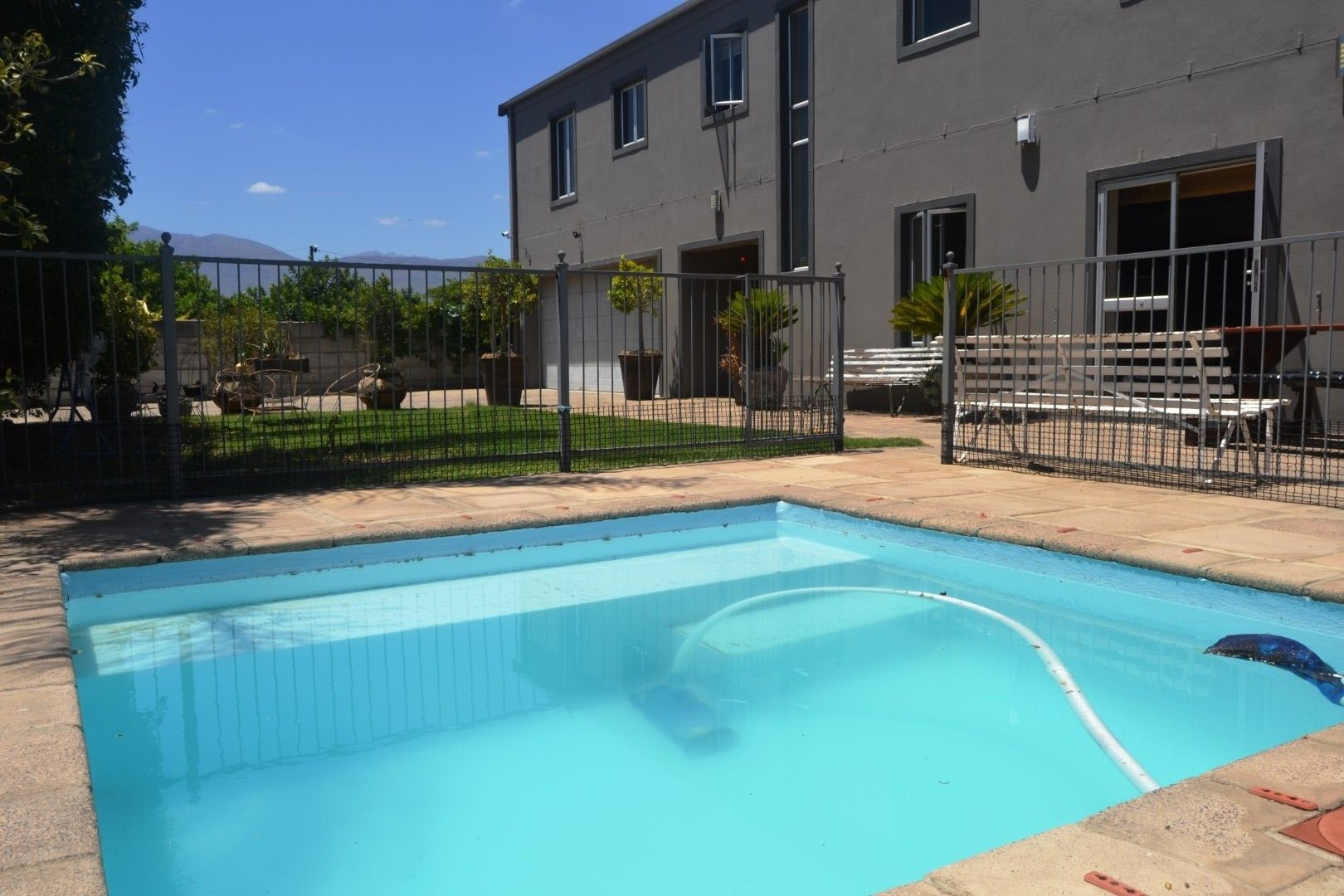 Property and Houses for sale in Paarl North, House, 4 Bedrooms - ZAR 3,150,000