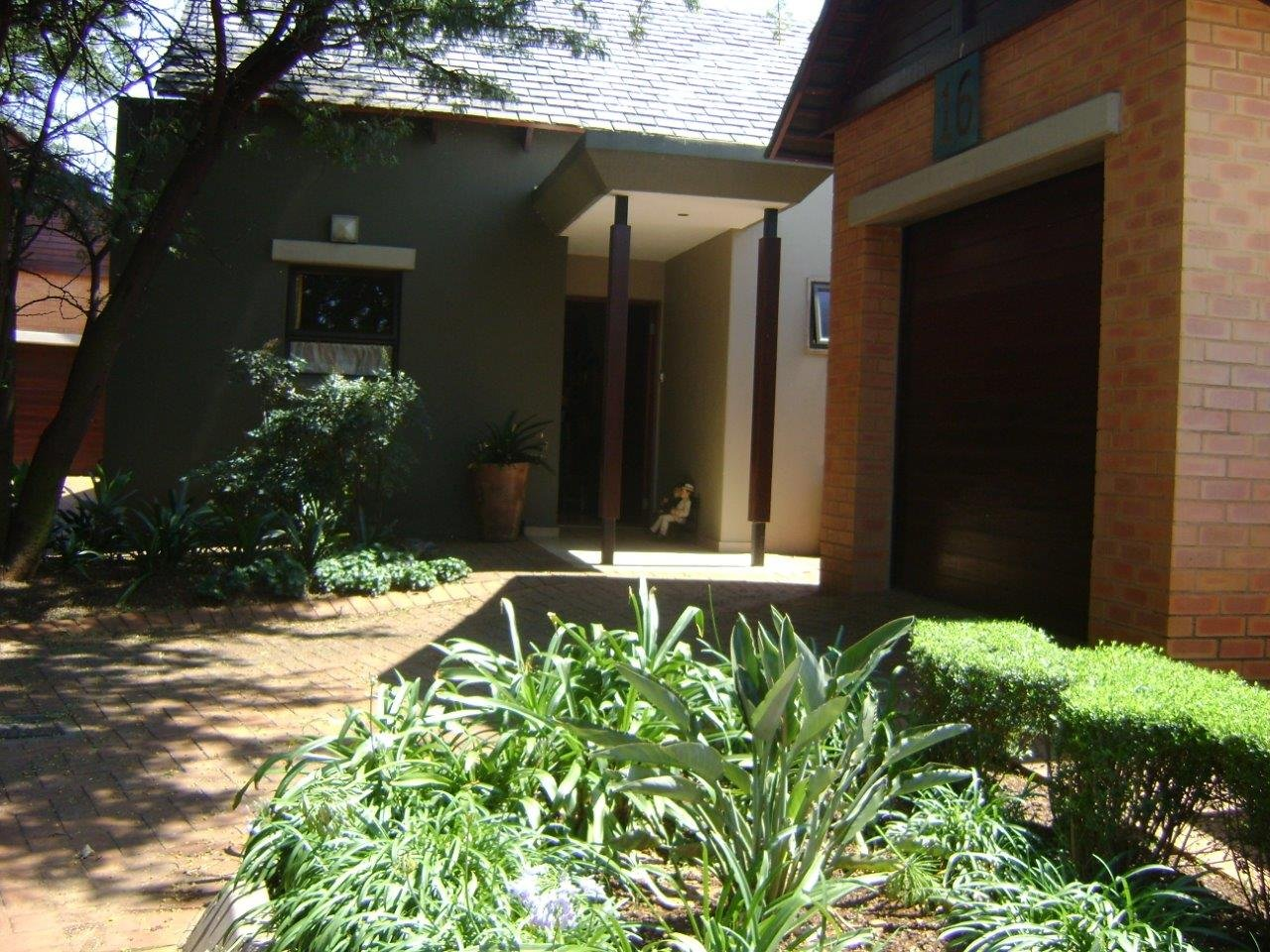 Property and Houses to rent in Retire At Midstream, Townhouse, 2 Bedrooms - ZAR , 14,00*,M