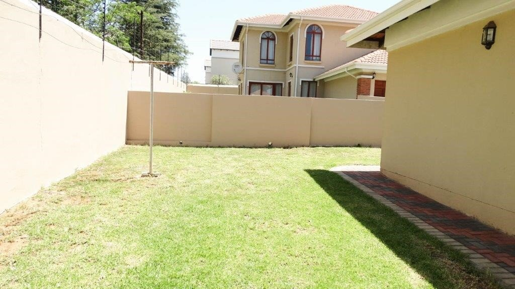 Broadacres property to rent. Ref No: 13423040. Picture no 2
