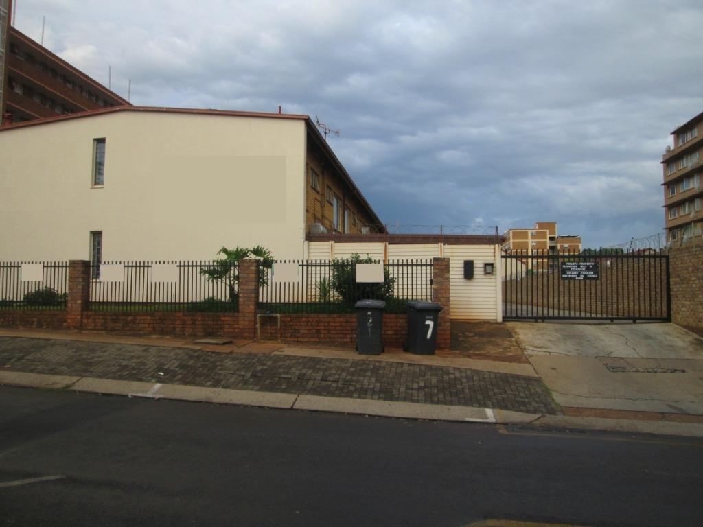 , Townhouse, 2 Bedrooms - ZAR 685,000