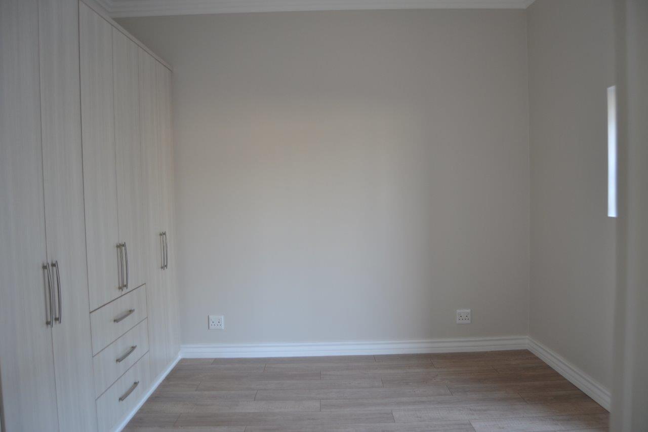 Midstream Ridge Estate property for sale. Ref No: 13500360. Picture no 13