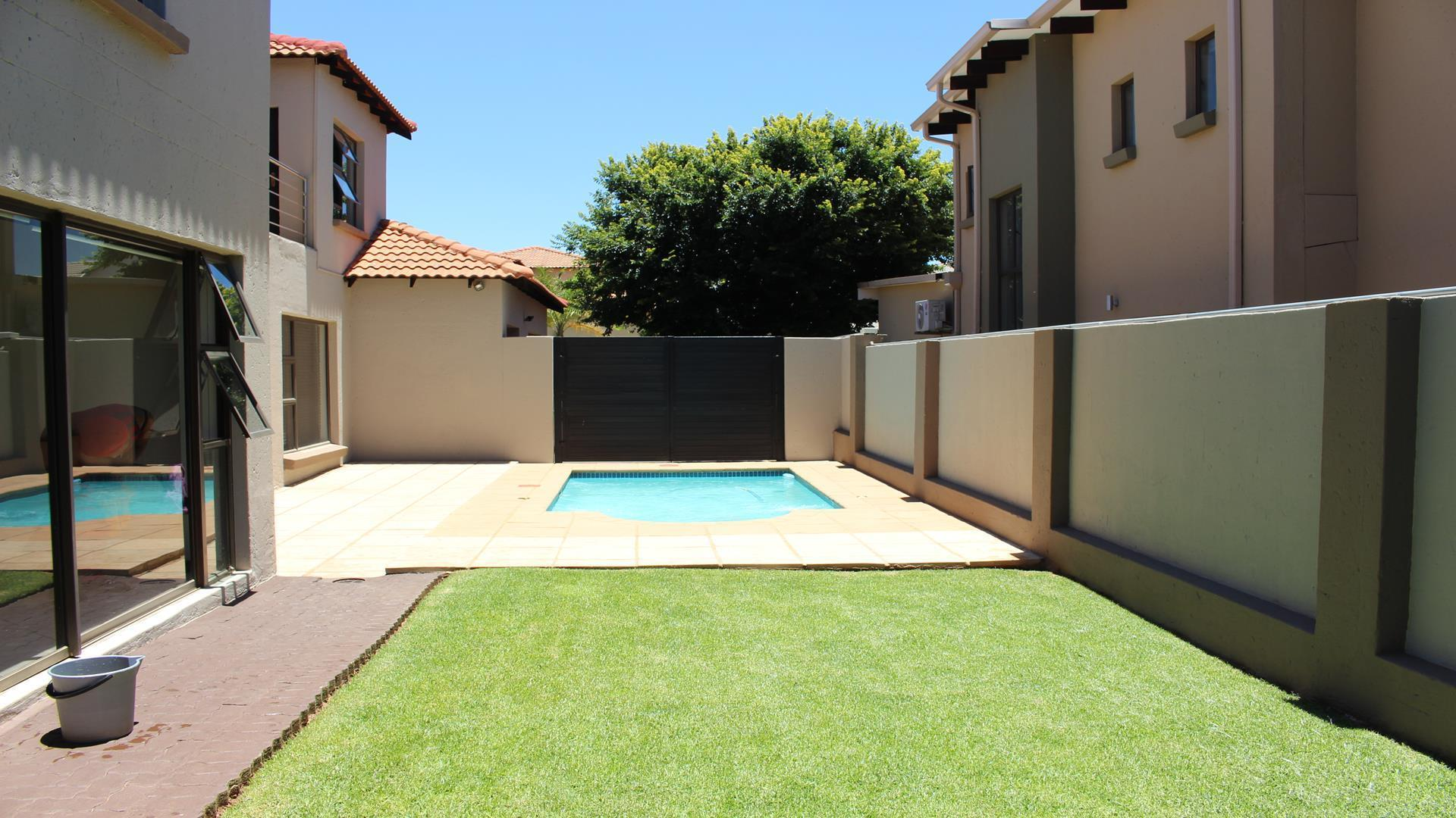 Raslouw Manor property for sale. Ref No: 13435098. Picture no 35