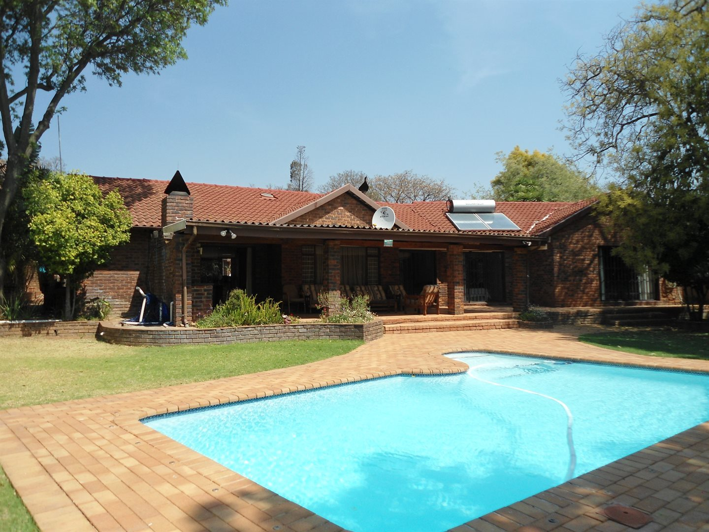 Property and Houses for sale in Northcliff, House, 3 Bedrooms - ZAR 2,999,000