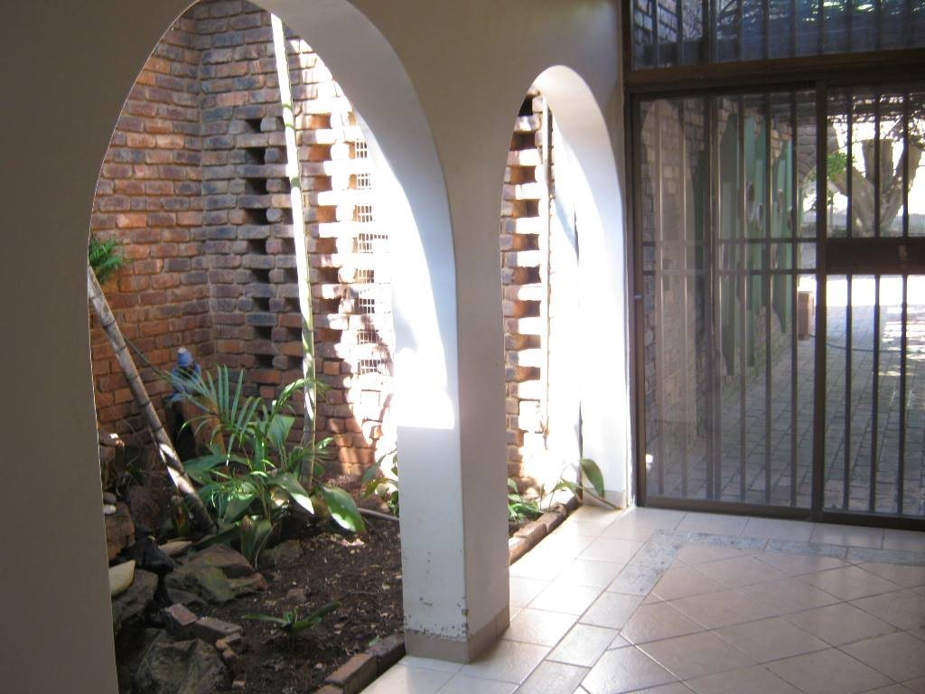 Waterkloof Glen property for sale. Ref No: 13505274. Picture no 2