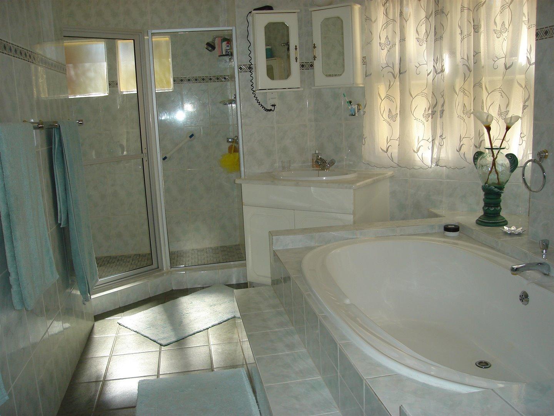 Eldoraigne property for sale. Ref No: 13494397. Picture no 29