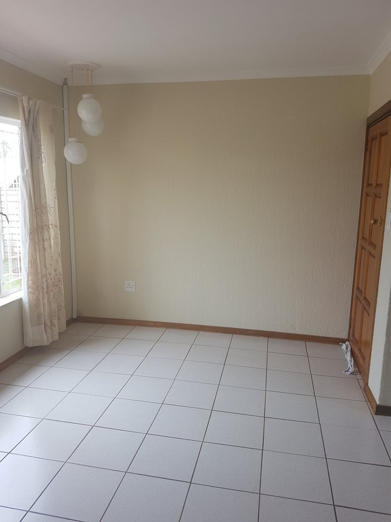 Clarina property for sale. Ref No: 13568234. Picture no 3