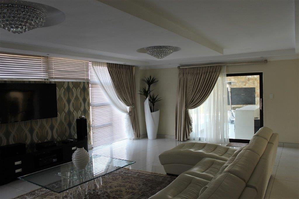 Blue Valley Golf Estate property for sale. Ref No: 13491559. Picture no 8
