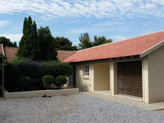 Property to Rent by Magda Uys, House, 2 Bedrooms - ZAR ,  7,50*,M