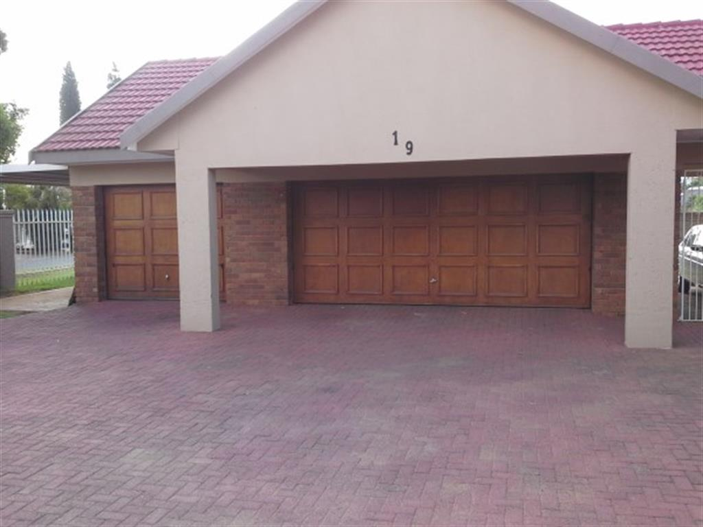 Vereeniging, Falcon Ridge Property  | Houses For Sale Falcon Ridge, Falcon Ridge, House 4 bedrooms property for sale Price:1,400,000