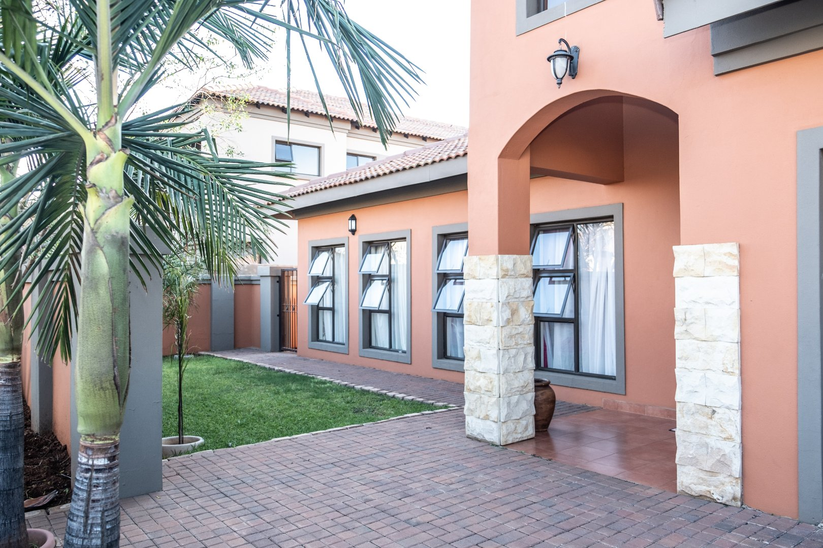 Property and Houses for sale in Monavoni, House, 3 Bedrooms - ZAR 2,220,000