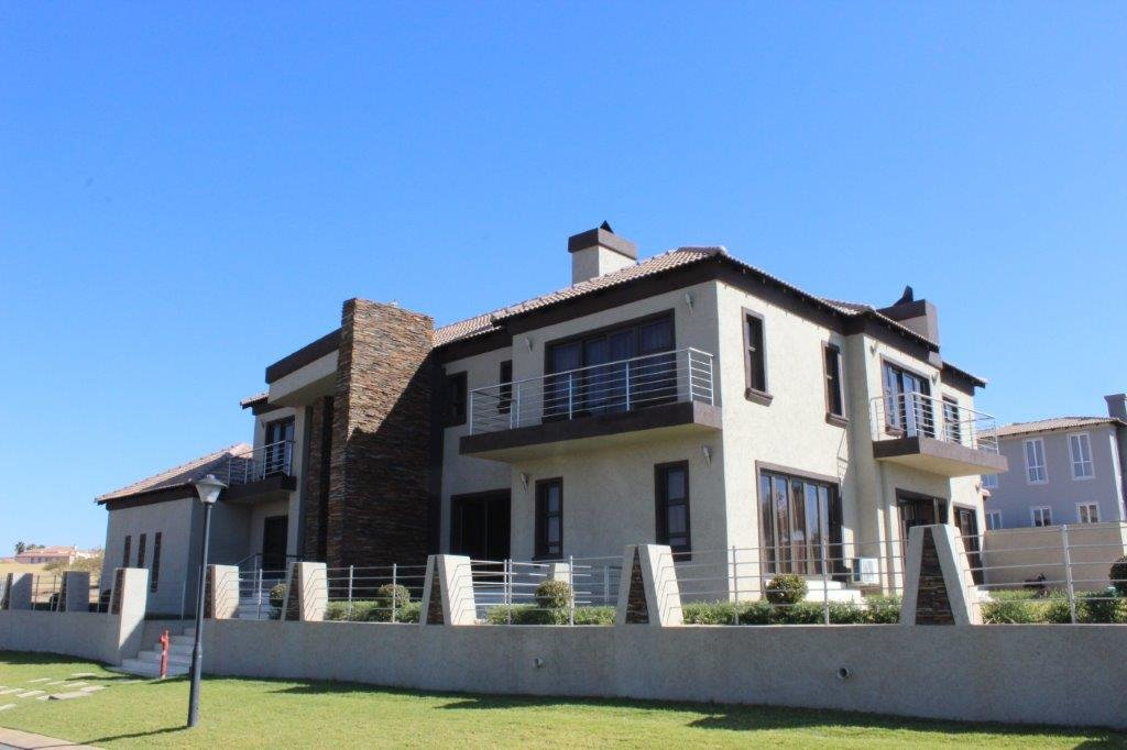 Blue Valley Golf Estate property for sale. Ref No: 13371077. Picture no 27