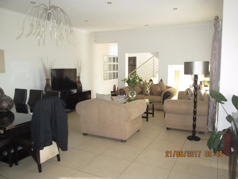 Glenvista property for sale. Ref No: 13526246. Picture no 2