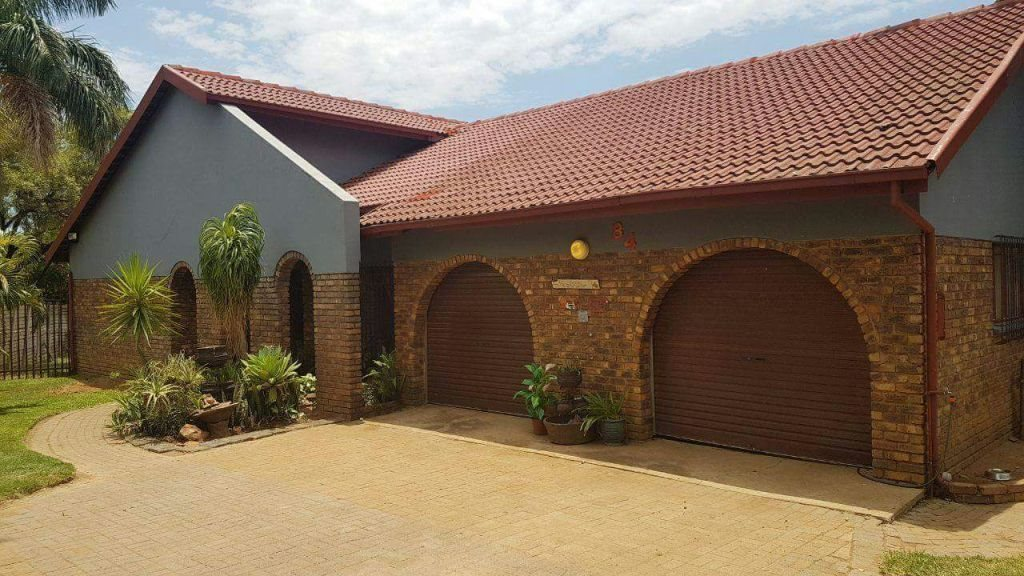 Property and Houses for sale in Karenpark, House, 4 Bedrooms - ZAR 1,420,000