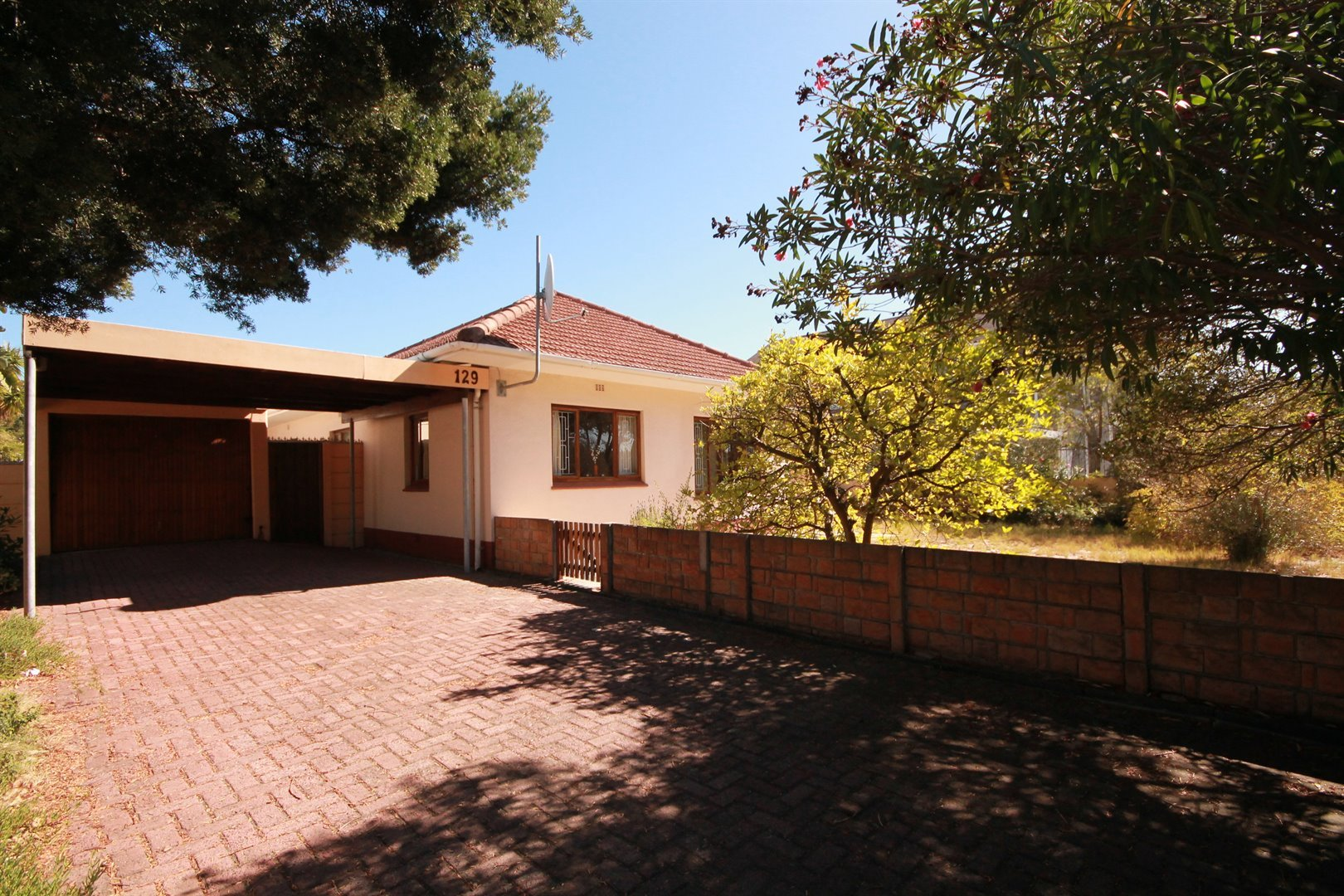Pinelands property for sale. Ref No: 13463493. Picture no 3
