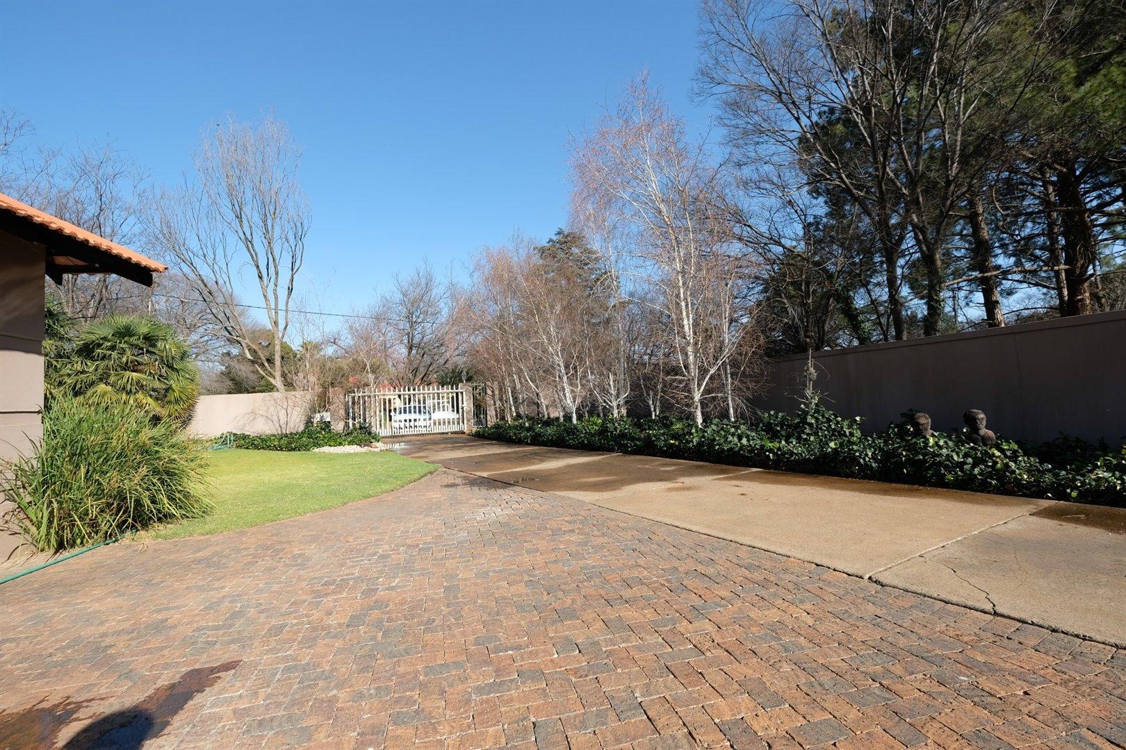 Three Rivers Proper property for sale. Ref No: 13500237. Picture no 22