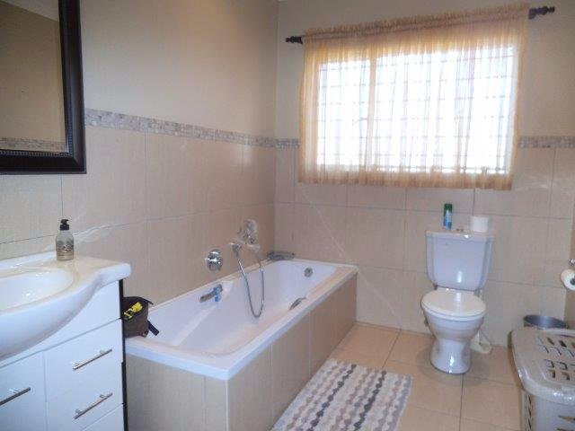 Brackenhurst property for sale. Ref No: 13544136. Picture no 12