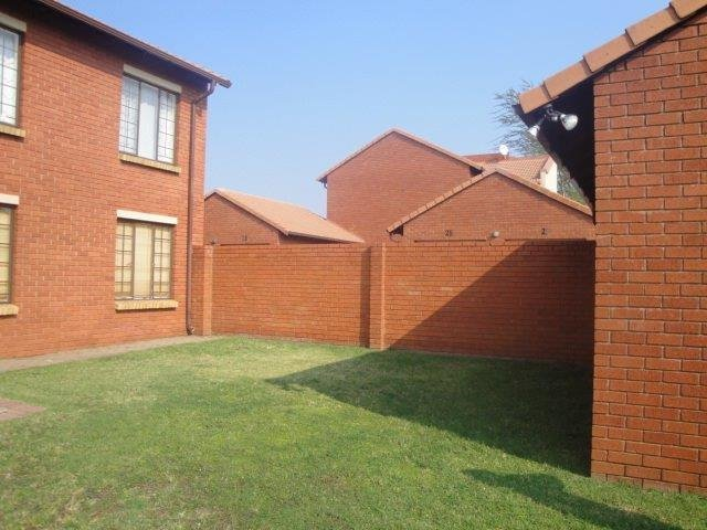 Centurion, Eco Park Estate Property    Houses To Rent Eco Park Estate, Eco Park Estate, Townhouse 2 bedrooms property to rent Price:,  8,00*