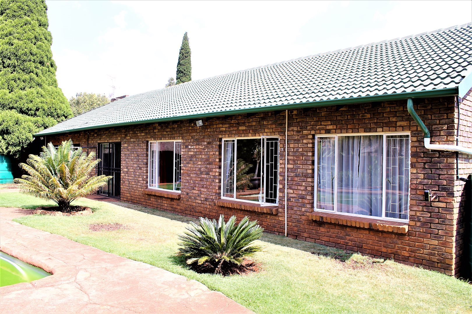 Centurion, Rooihuiskraal North Property    Houses For Sale Rooihuiskraal North, Rooihuiskraal North, House 5 bedrooms property for sale Price:2,495,000