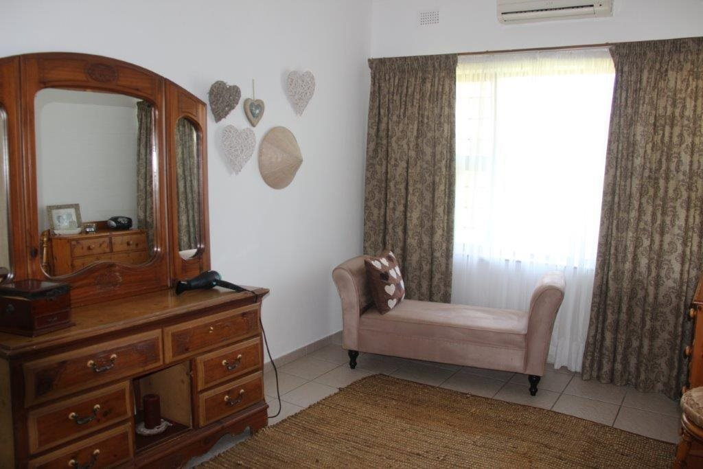 Uvongo property for sale. Ref No: 13529548. Picture no 25