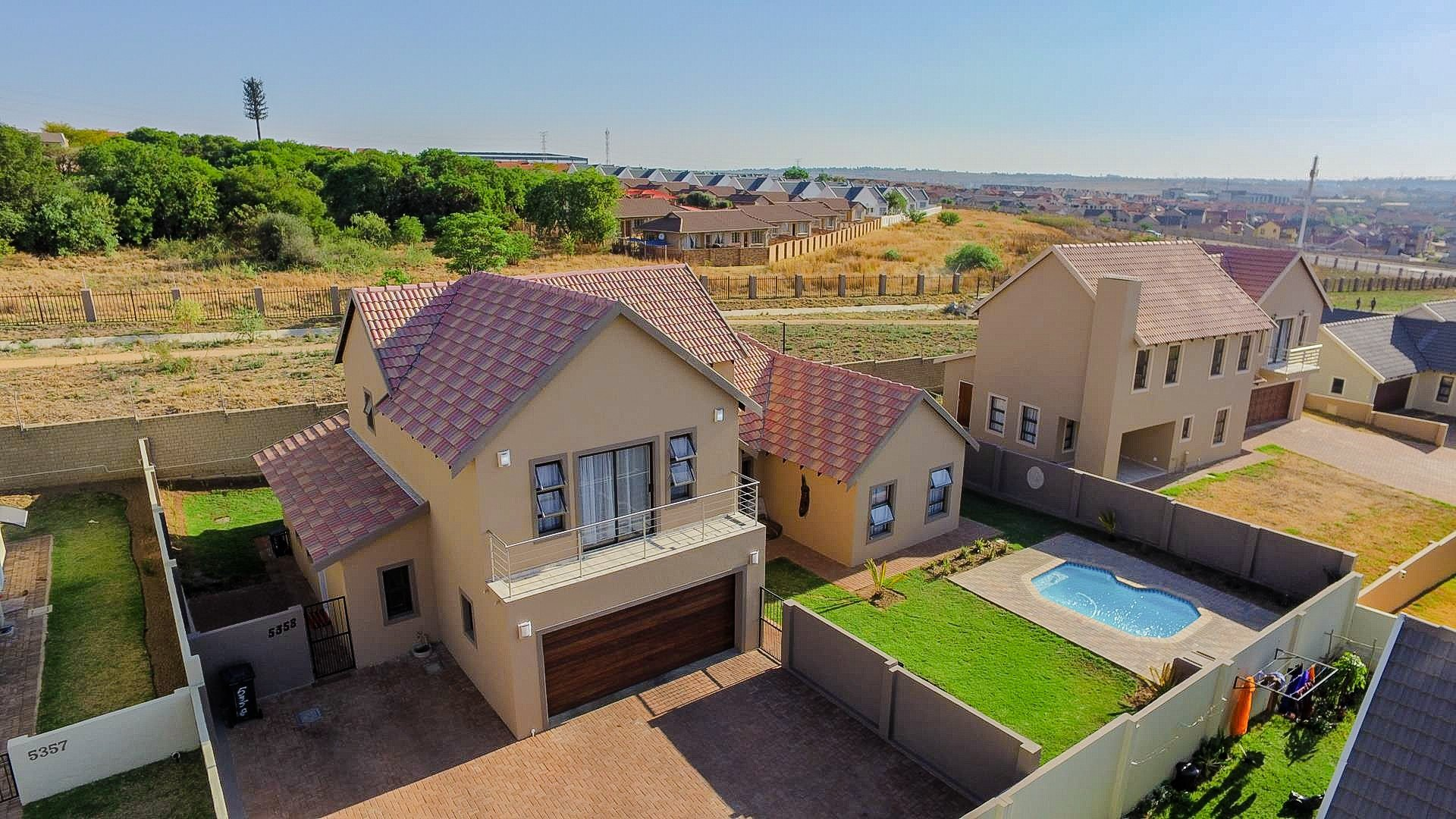 Property and Houses for sale in Brooklands Lifestyle Estate, House, 5 Bedrooms - ZAR 2,620,000