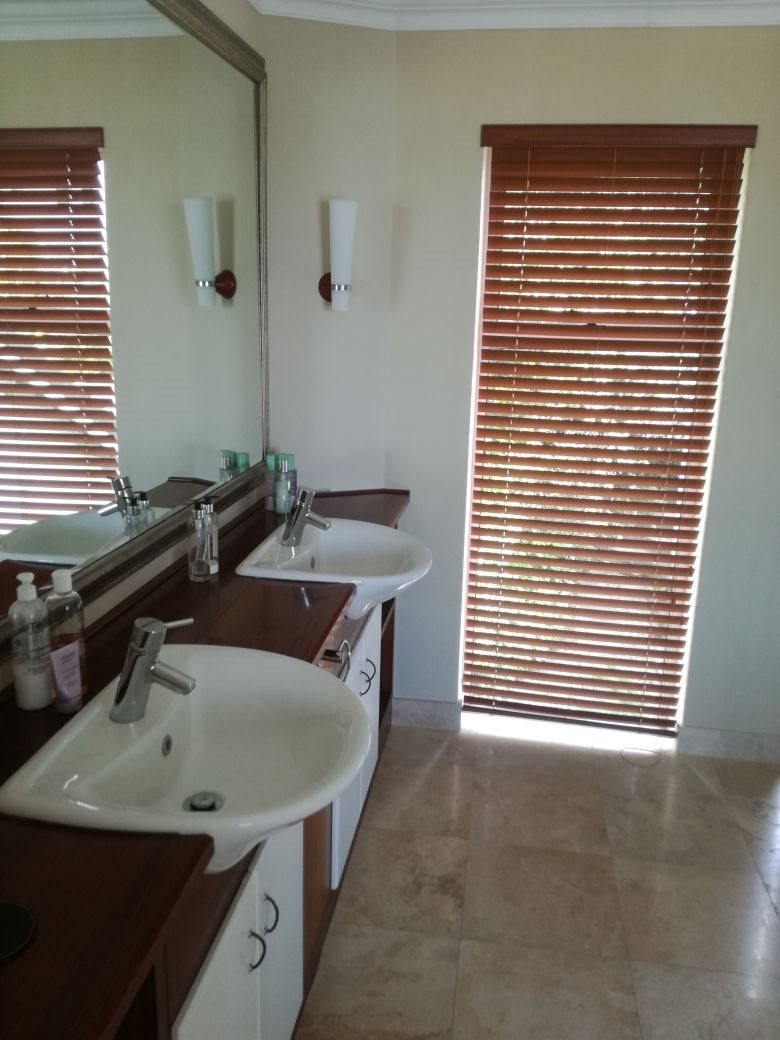 Beacon Bay property for sale. Ref No: 13566308. Picture no 18