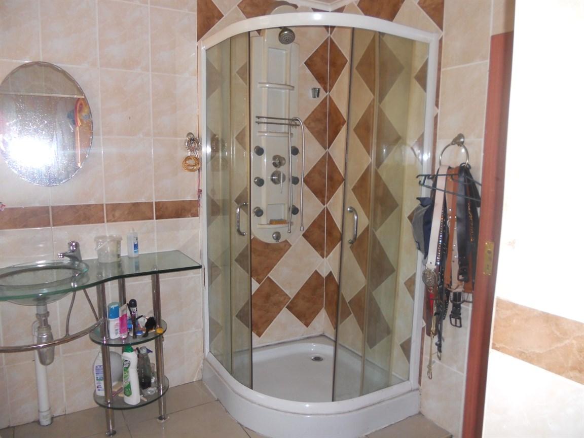 Brackenham property for sale. Ref No: 12738662. Picture no 8