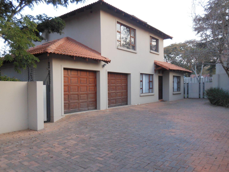 , Townhouse, 4 Bedrooms - ZAR 2,490,000