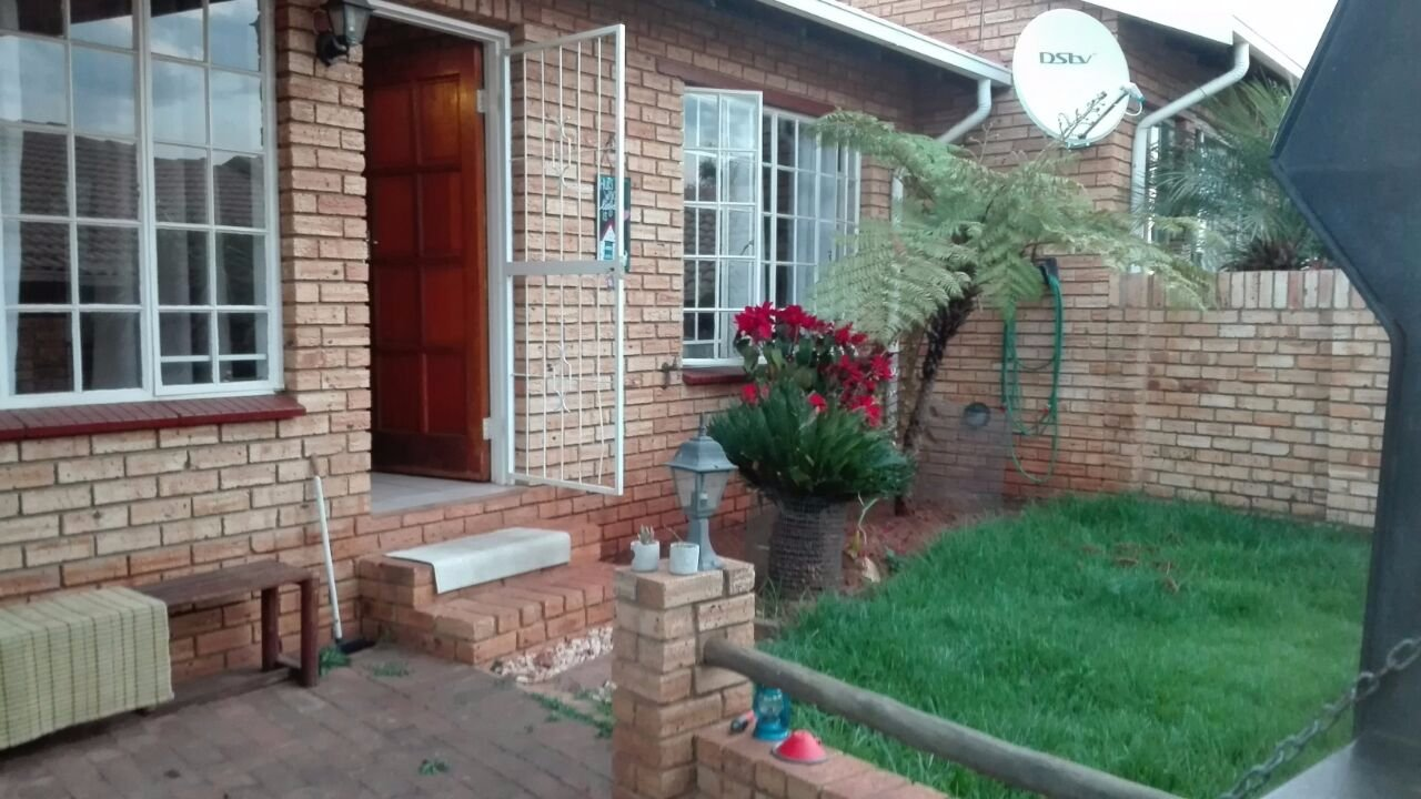 Krugersdorp, Noordheuwel Property  | Houses To Rent Noordheuwel, Noordheuwel, Townhouse 2 bedrooms property to rent Price:,  6,00*