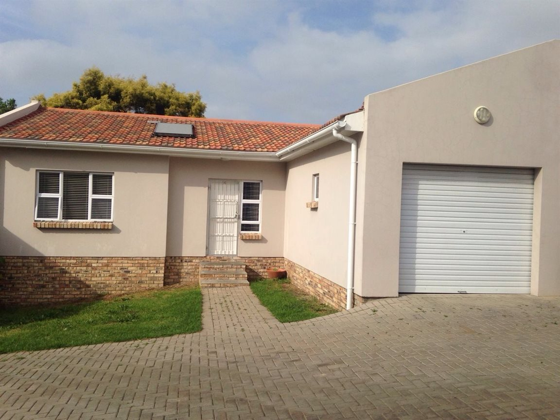 Property for Sale by DLC INC. ATTORNEYS Henry Sutherland, Townhouse, 3 Bedrooms - ZAR 1,150,000