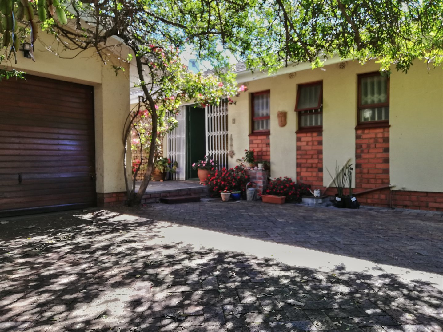 Property and Houses for sale in Pinelands, House, 3 Bedrooms - ZAR 2,800,000