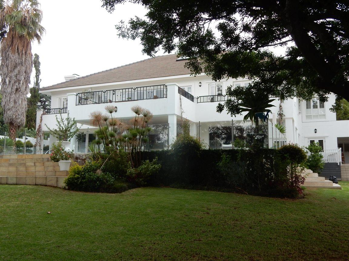 Bryanston property for sale. Ref No: 13290662. Picture no 16