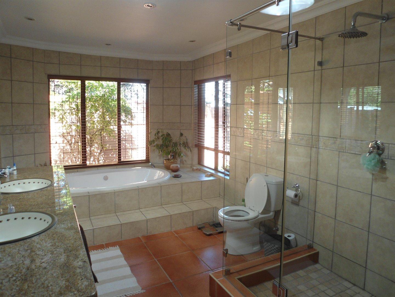 Douglasdale property for sale. Ref No: 13520882. Picture no 18