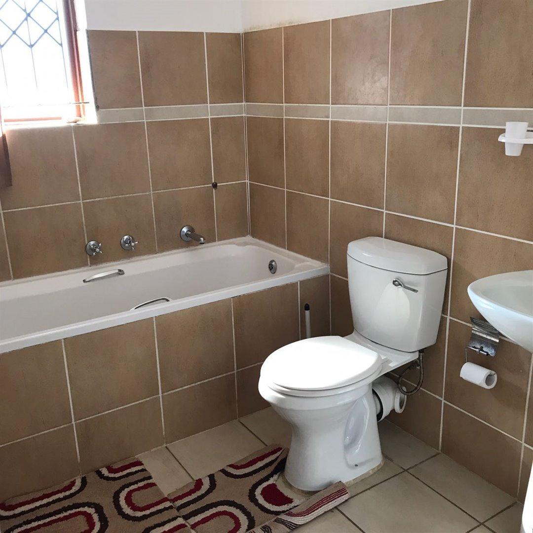 Brackenham property for sale. Ref No: 13481259. Picture no 14