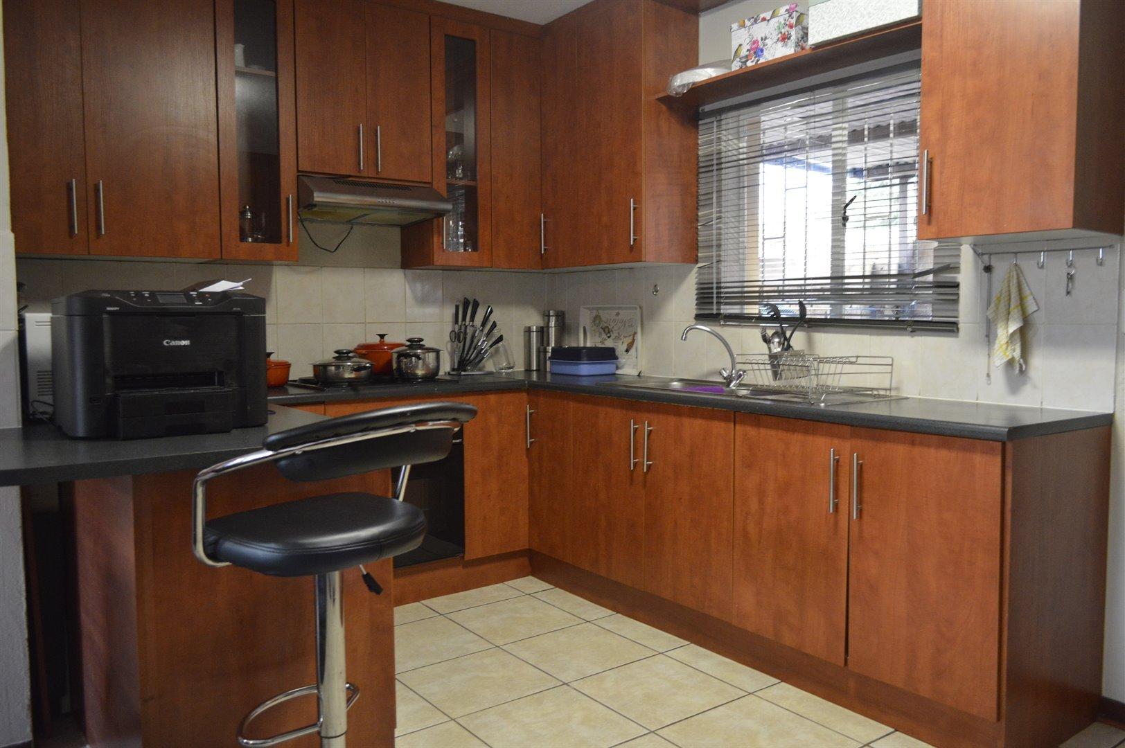 Heuwelsig Estate property for sale. Ref No: 13463647. Picture no 3